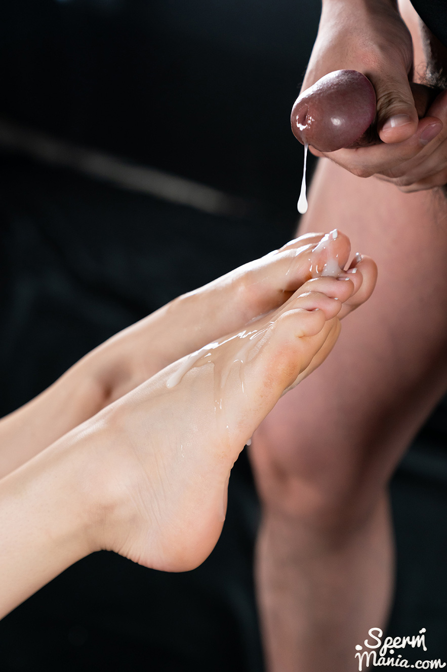 Foot Fetish Kristen Scott's Cum Covered Footjob Porn Photo Download